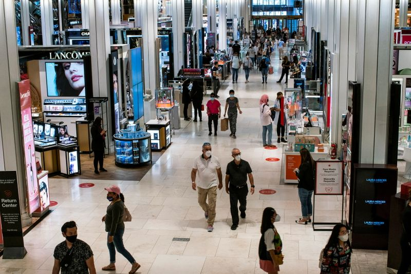 U.S. retail sales unexpectedly rebound in boost to economic growth
