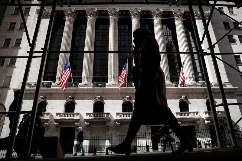 Inflows into U.S. bond funds dip on inflation jitters, Lipper finds