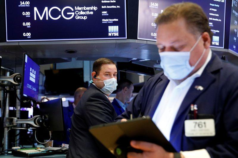 Уолл-стрит снижается из-за циклических акций