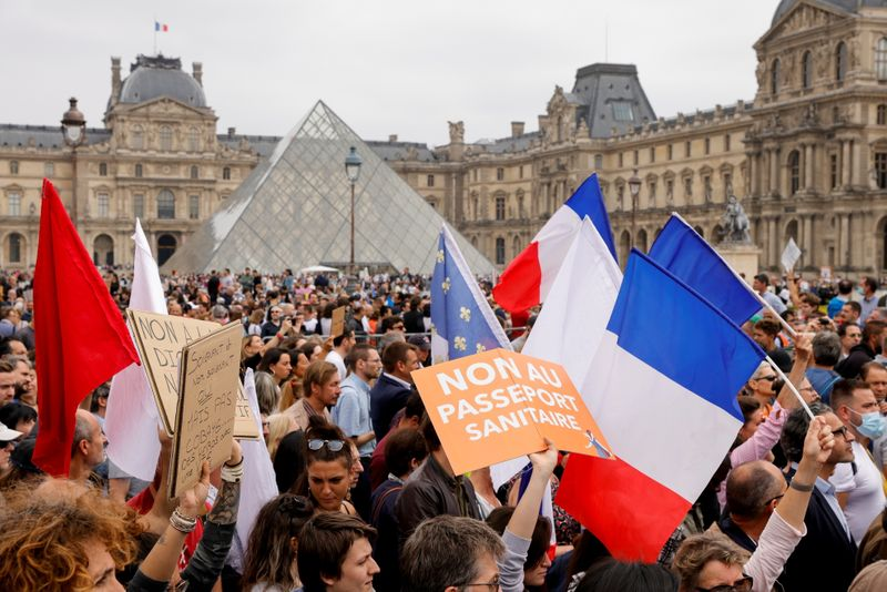 French protests call for 'freedom' amid government vaccine push