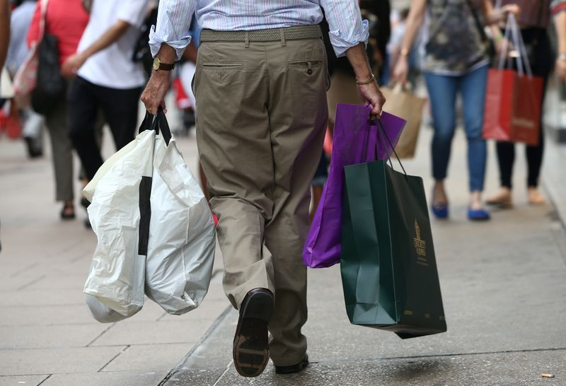 UK shopper numbers up 0.9% last week on weather boost