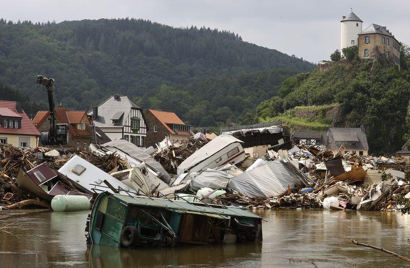 Les inondations en Europe devraient coûter 2 à 3 milliards de dollars aux réassureurs, dit Berenberg