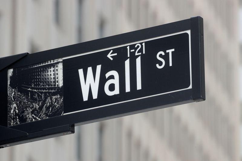 Wall St sobe após vendas acentuadas; resultados fortes impulsionam IBM