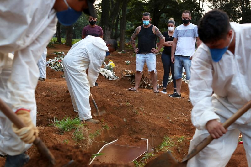 Brasil registra 27.592 novos casos e mais 1.424 mortes por Covid-19