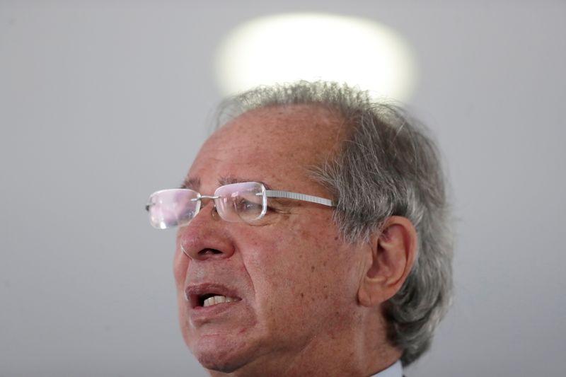 Guedes reitera disposição de taxar dividendos em 20%