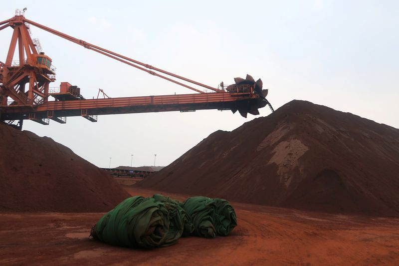 Minério de ferro tem forte queda em meio a controle de produção de aço na China
