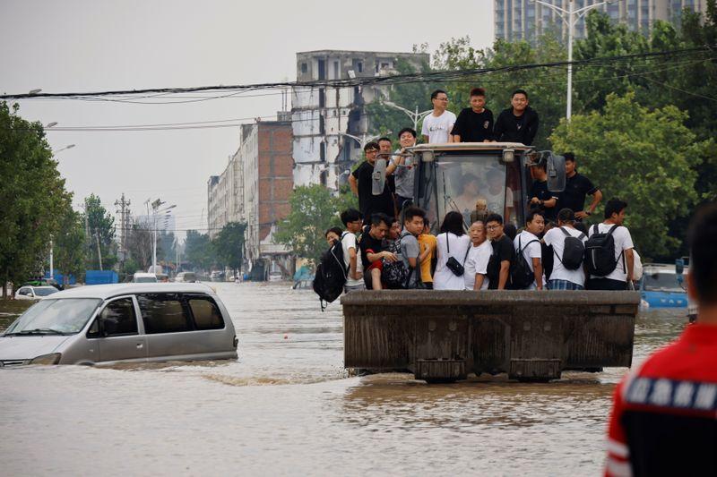 China evacua a decenas de miles de personas ante el avance de la tormenta hacia el norte