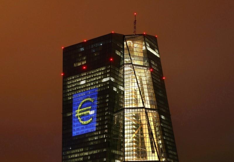 Bce vede rischi per outlook economia da nuova ondata contagi