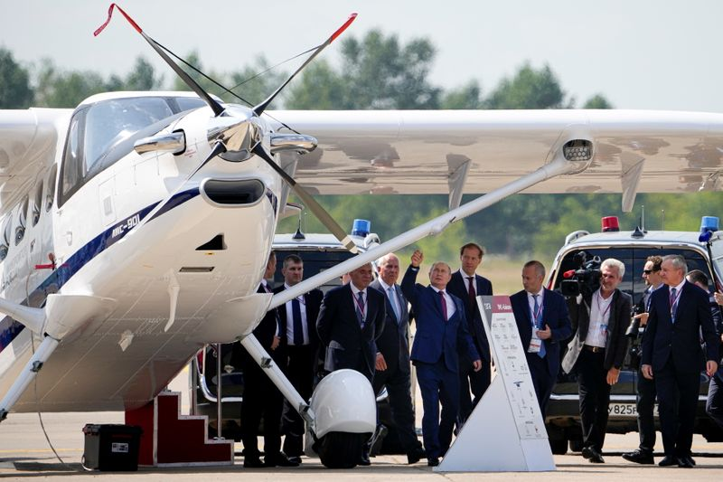 Russian airlines bet on domestic recovery with airshow deals