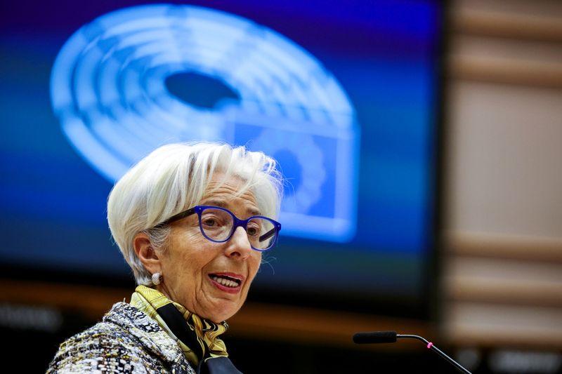 Lagarde convence a mayoría de disidentes, pero dos se resisten en debate de orientación BCE: fuentes