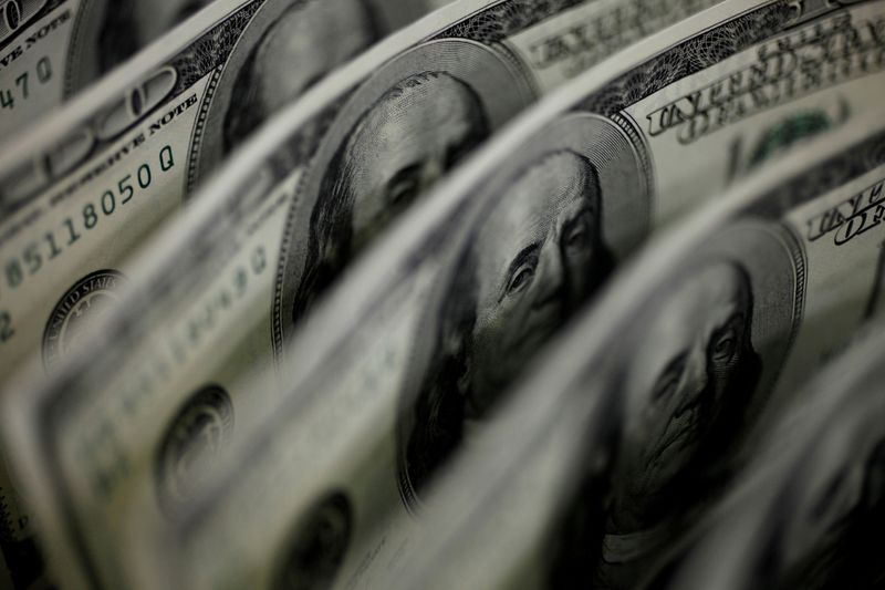 Forex, dollaro verso modesto rialzo settimanale, focus su Fed