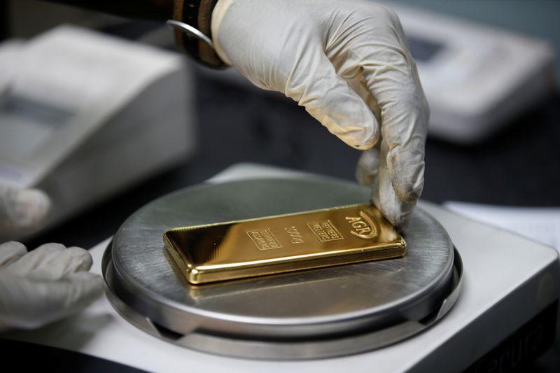 Цены на золото могут показать недельное снижение из-за укрепления доллара