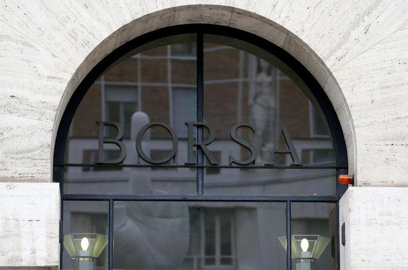 Borsa Milano su massimi seduta dopo Bce, trimestrali, bene Azimut, banche, scivola Tim