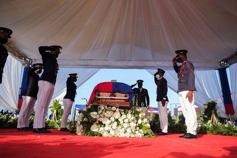 Funérailles sous tension de Jovenel Moïse à Haïti