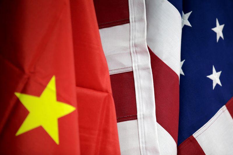 Китай ввел санкции в отношении бывшего министра торговли, еще нескольких граждан США