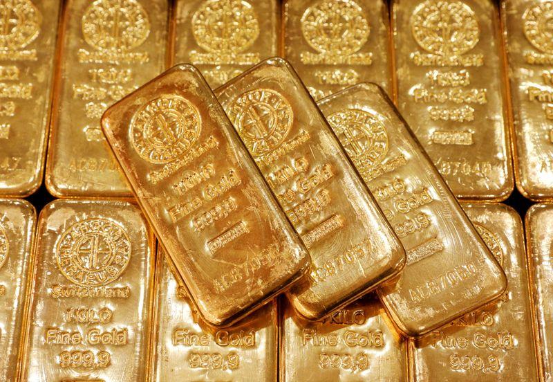 Золото растет на фоне ослабления доллара, акций; в фокусе - заседание ФРС