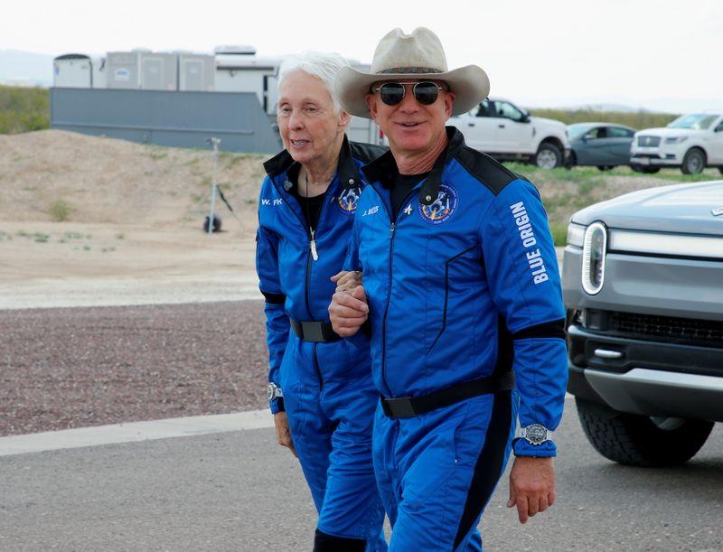 ベゾス氏、NASAに20億ドル拠出を提案 月面着陸船受注なら