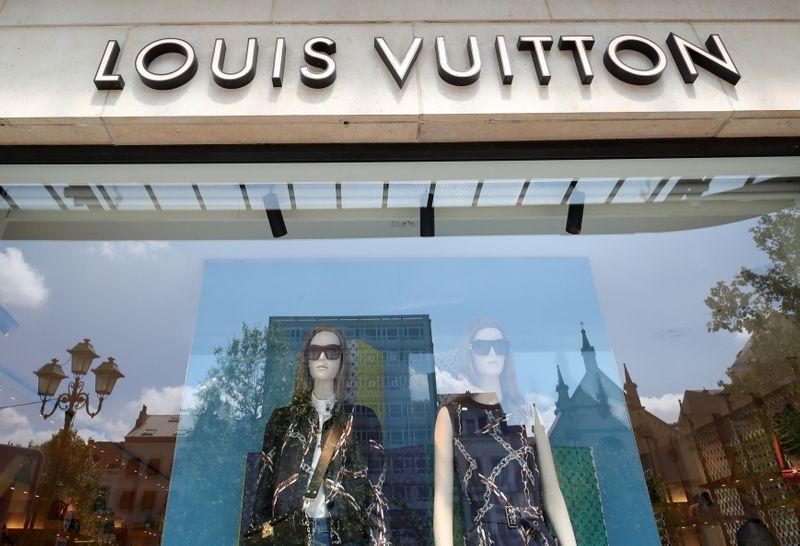 Продажи LVMH подскочили на 84% во 2 кв благодаря спросу на Dior, Fendi