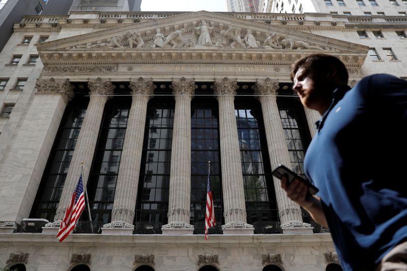 Borsa Usa ritraccia da livelli record in vista risultati giganti tech
