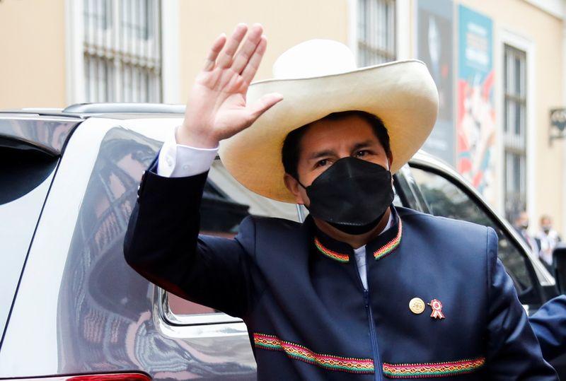 Pedro Castillo jura al cargo de presidente de Perú, aboga por una nueva Constitución