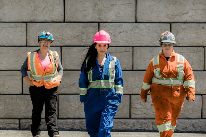 Canada looks to women to bolster trades amid post-pandemic labor shortage