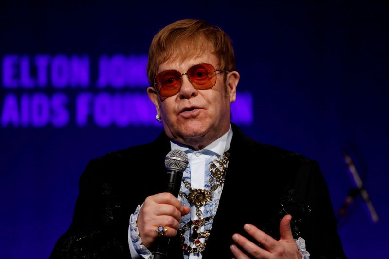 إلتون جون ينتقد مغني الراب دابيبي بسبب تعليق يثير التمييز ضد مرضى الإيدز