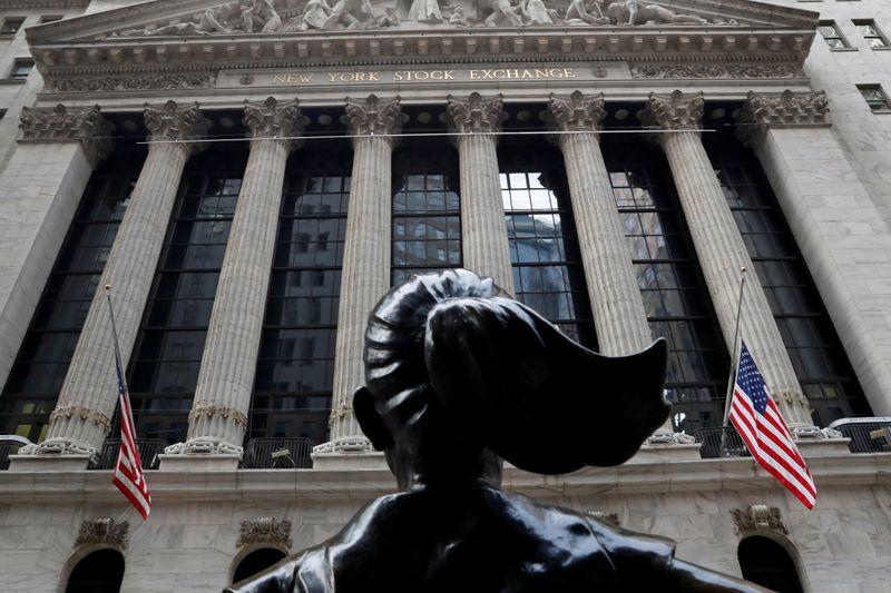 Resultados sólidos llevan a índices EEUU a nuevos máximos; dólar retrocede