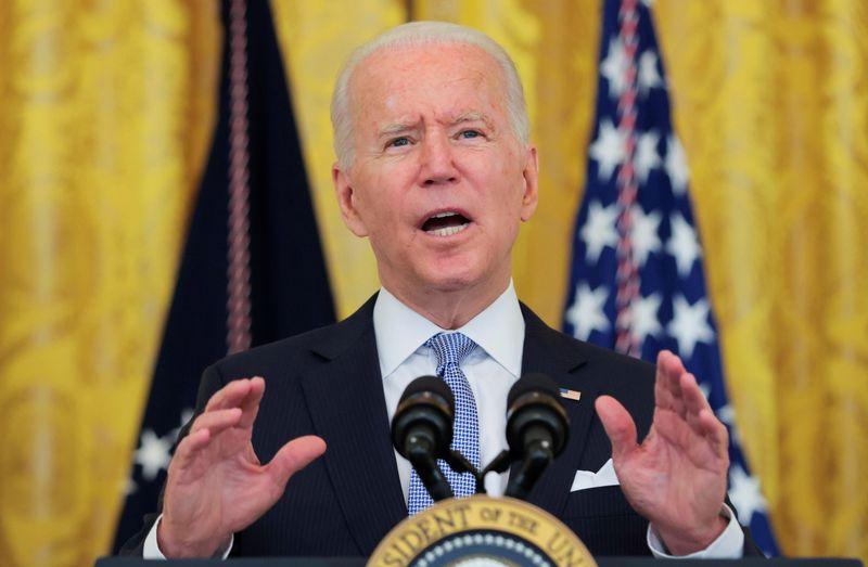 Etats-Unis: Vaccination ou masque obligatoire pour les employés fédéraux, dit Biden