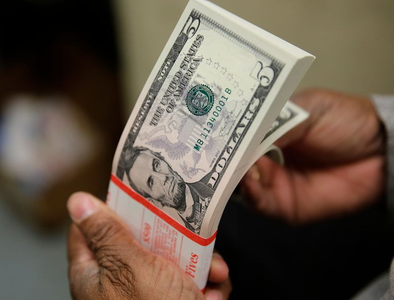 ドル1カ月ぶり安値、FOMCや米指標が圧迫=NY市場
