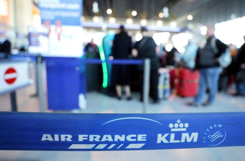 Air France-KLM narrows losses as bookings begin recovery