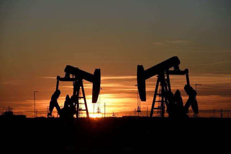 Цены на нефть в небольшом минусе, но могут вырасти примерно на 2% за неделю