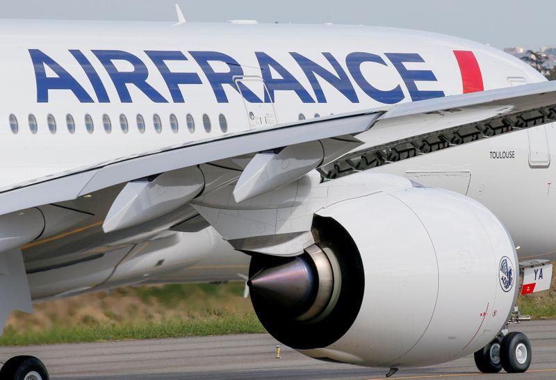 Air France-KLM сократила убыток во 2 кв на фоне восстановления бронирований