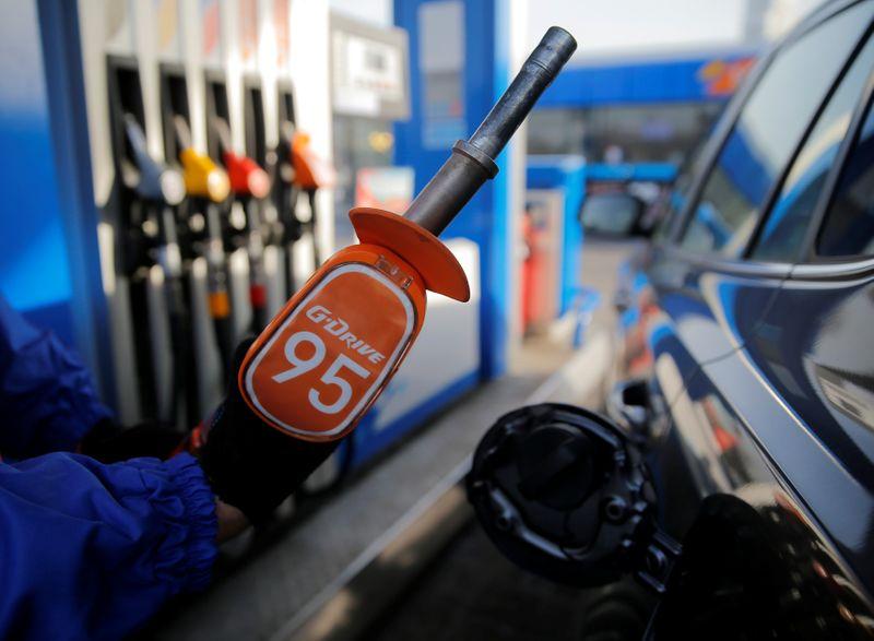 Минфин РФ не ждет выпадения доходов бюджета от запрета экспорта бензина--СМИ