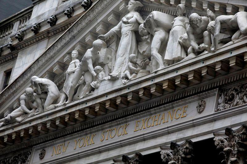 Wall Street termine en baisse, Amazon pèse