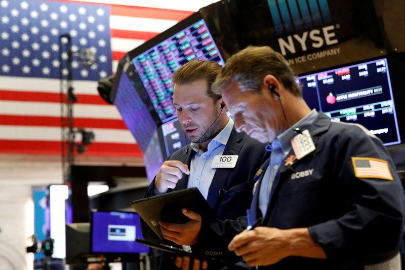 米国株式市場=下落、アマゾン7%安 月間ではS&Pが6カ月連続高