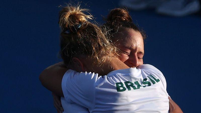 Laura Pigossi e Luisa Stefani ficam com bronze e garantem primeira medalha olímpica do Brasil no tênis
