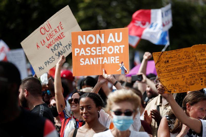 France: Mobilisation en hausse contre le pass sanitaire, plus de 200.000 manifestants
