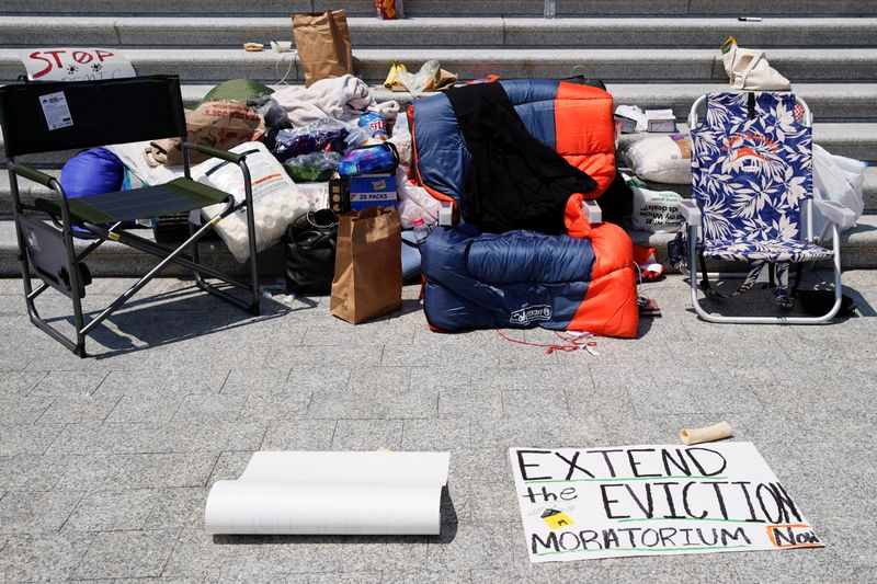 U.S. COVID-19 eviction ban expires after Congress fails to act