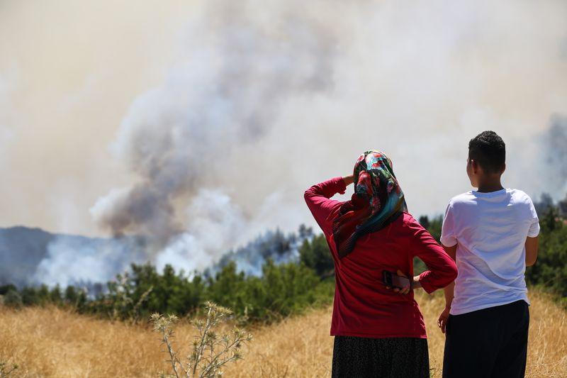 ارتفاع عدد قتلى حرائق الغابات في تركيا إلى 8 مع تضرر منتجعات ساحلية