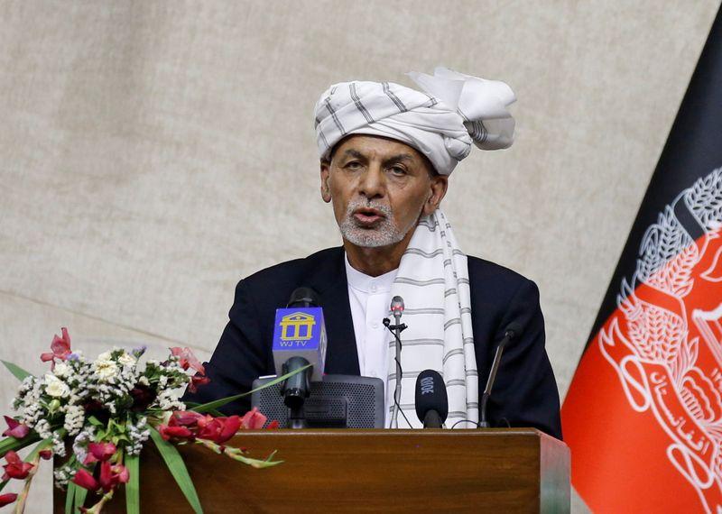 القوات الأفغانية تقاتل طالبان للسيطرة على مدينة جنوبية