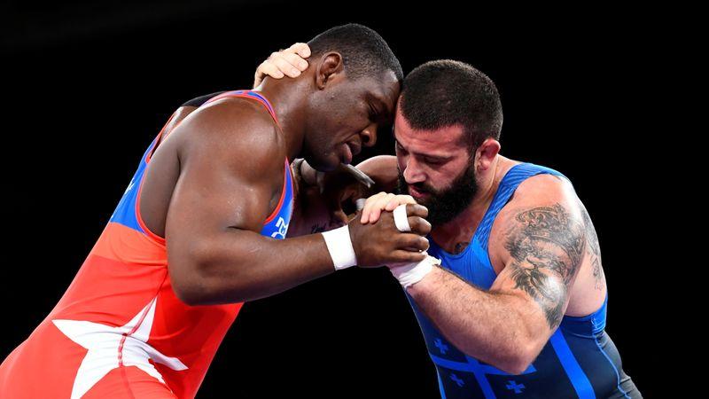 الكوبي لوبيز يفوز بذهبية وزن فوق الثقيل في المصارعة الرومانية