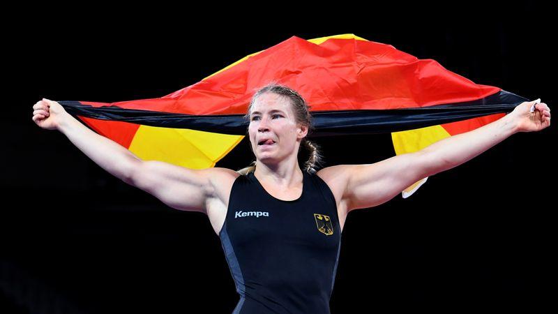 الألمانية روتر-فوكن تفوز بذهبية وزن الثقيل للسيدات في المصارعة الحرة