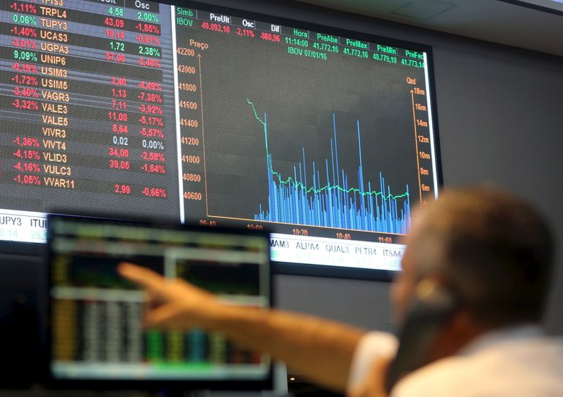 Ibovespa começa agosto com alta de mais de 2%