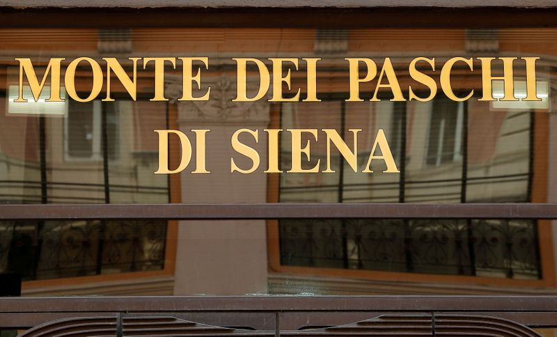 Italy's Treasury under siege over Monte dei Paschi deal