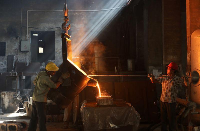 Minério de ferro avança em Dalian com expectativas de forte demanda