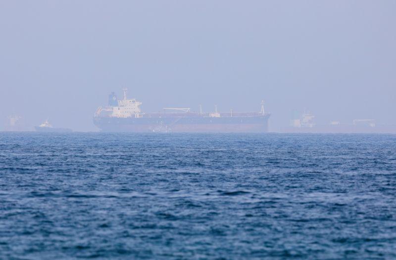 Fuerzas con apoyo iraní secuestran tanquero, dicen fuentes marítimas; Teherán lo niega