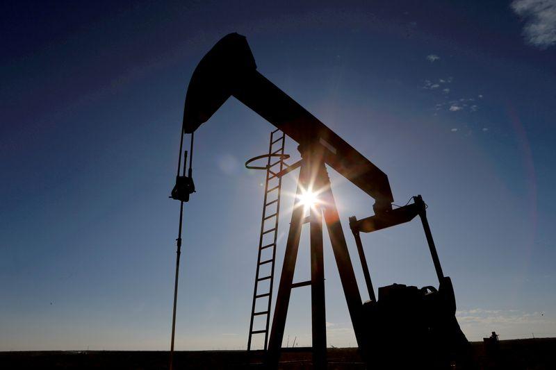 Datos API muestran que inventarios de crudo y de gasolina caen: fuentes