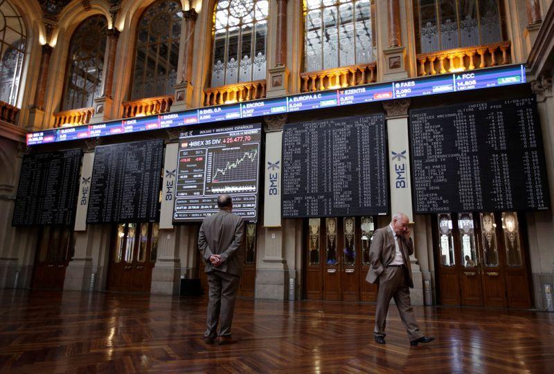 El Ibex cierra con ligeras ganancias con la atención en los datos de EEUU