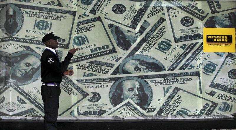 Dólar fica quase estável perto de R$5,20, mantendo prêmio de risco fiscal