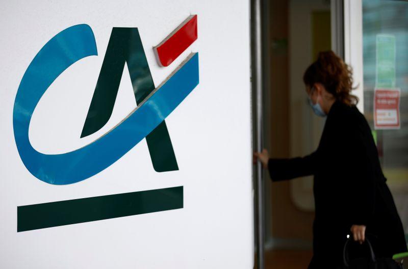 Crédit Agricole double ses bénéfices au deuxième trimestre, déception sur la banque d'investissement